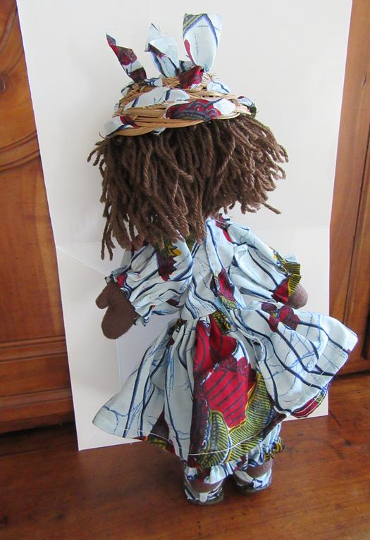 Belle africaine a chapeau dos 1