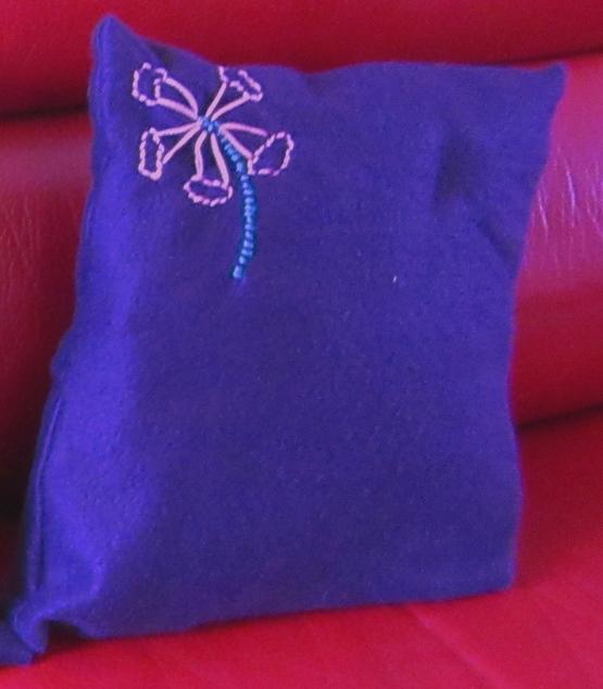 Coussin violet fleur clochette