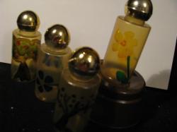 petite-bouteilles-plastiques-peintes.jpg